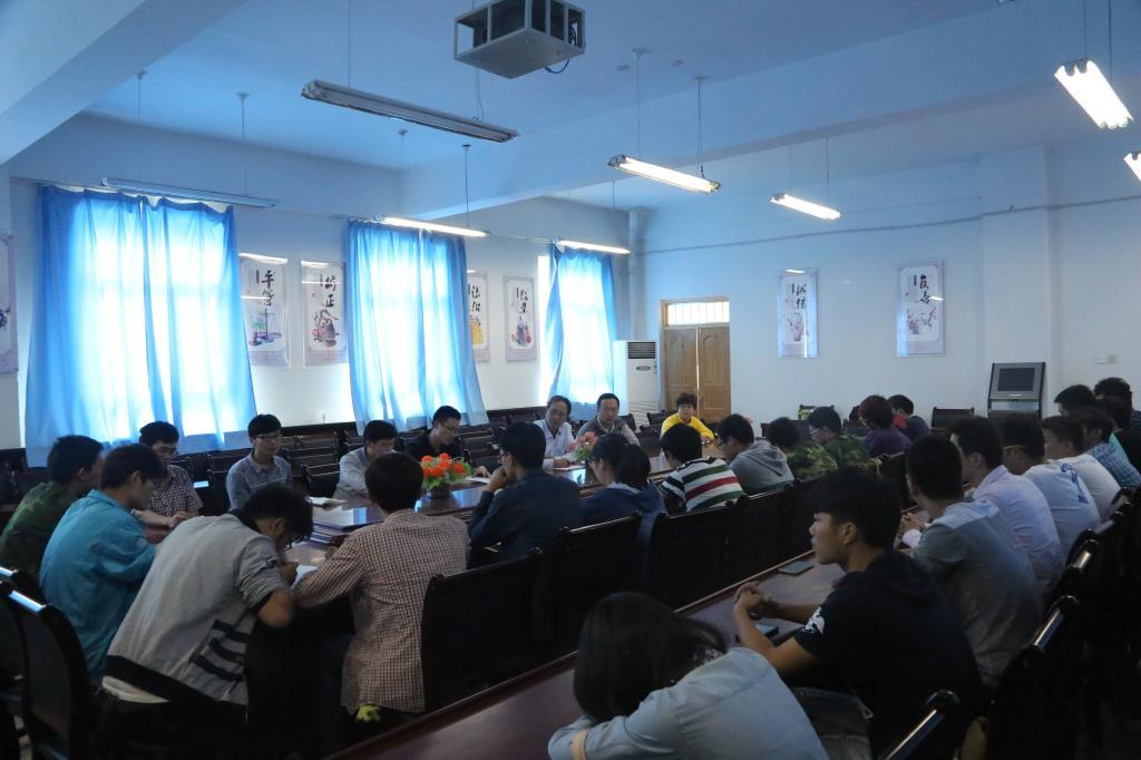 生座谈会-塔里木大学机械